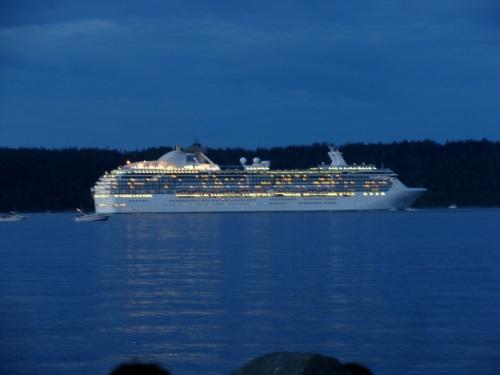 cruise ship night traffic